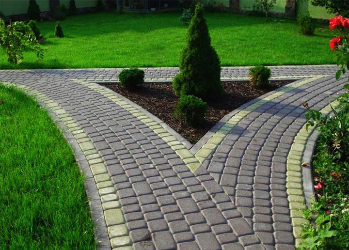 Тротуарная плитка на дорожках в саду