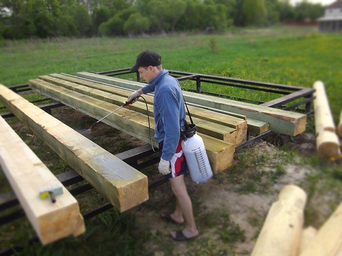 Антисептическая обработка деревяных брусьев