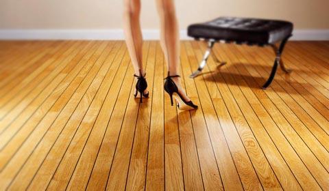 Инженерная доска на полу не боится царапин каблуками и пр.