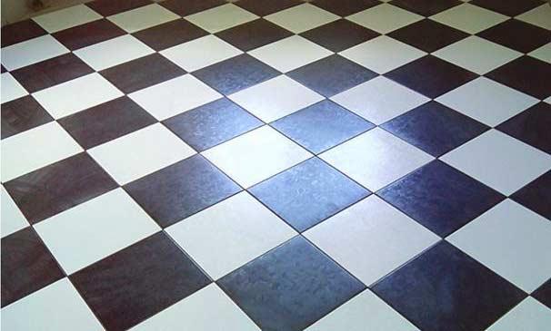 Шахматная раскладка плитки