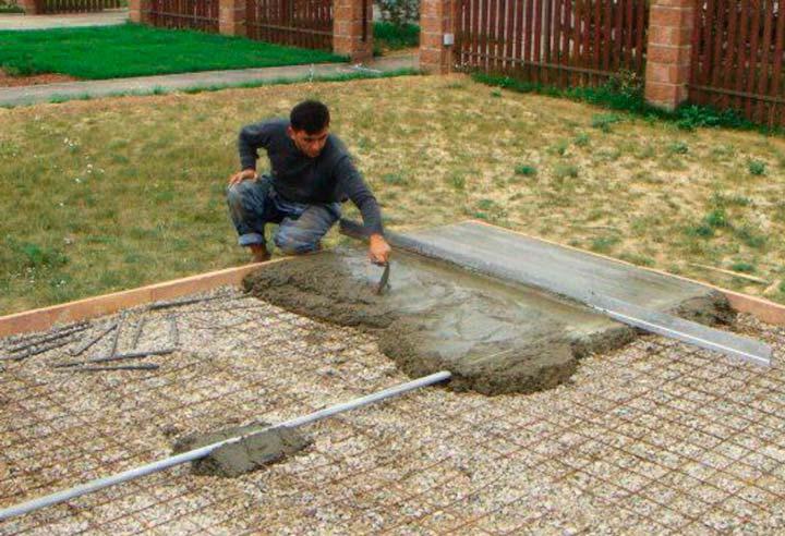 Заливка бетонной стяжки под тротуарную плитку
