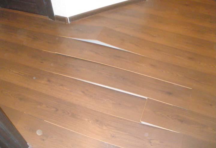 Поднятие ламелей ламината от неровного пола