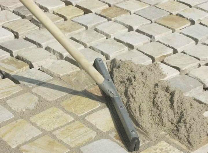 Затирка швов на тротуарной плитке