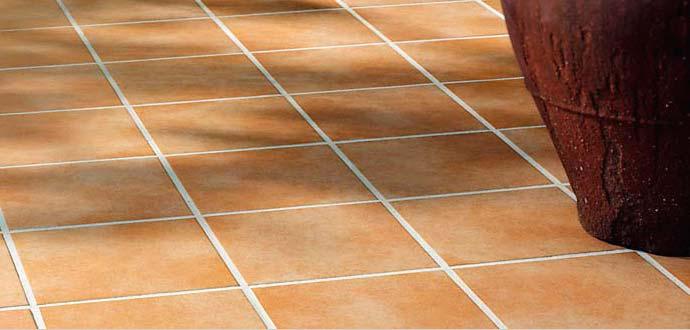 Неглазурованная плитка на полу