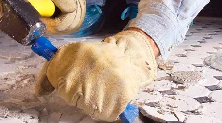 Демонтаж старого покрытия пола