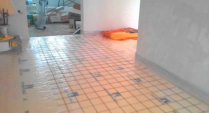 Укладка гидроизоляции под теплый пол