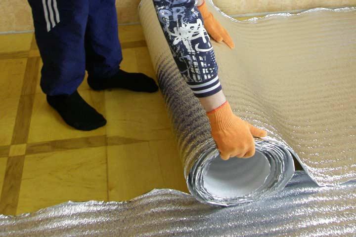 Укладка теплоизоляции под теплый пол
