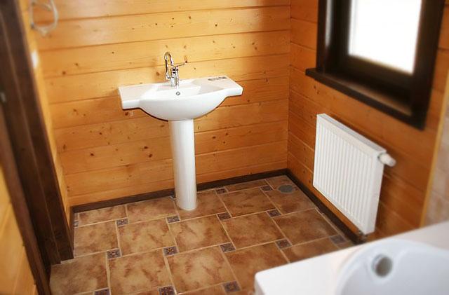 Линолеум на полу в ванной