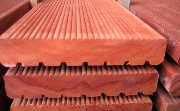 Палубная доска, изготовленная из массарандуба