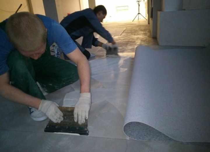 Как правильно уложить линолеум на бетонный пол: инструкция и видео